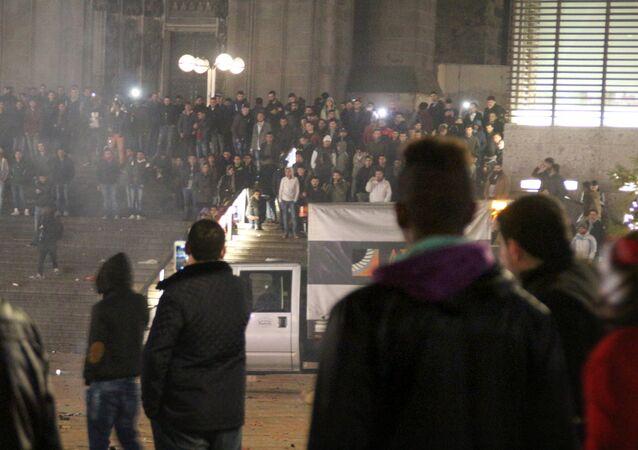 La celebración del Año Nuevo cerca de la estación central de trenes en Colonia