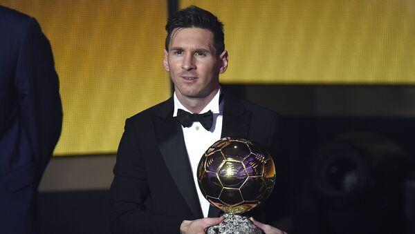 Lionel Messi, el futbolista argentino, recibe su quinto Balón de Oro de la FIFA - Sputnik Mundo