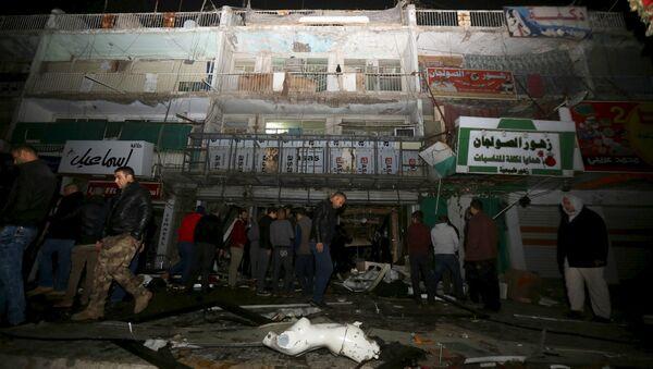 Lugar donde terroristas explotaron un coche en Bagdad - Sputnik Mundo