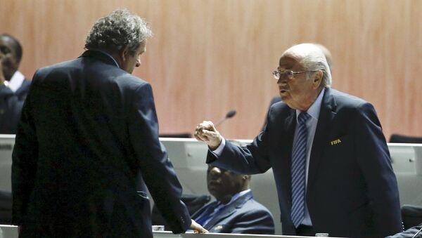 Michel Platini y Joseph Blatter - Sputnik Mundo