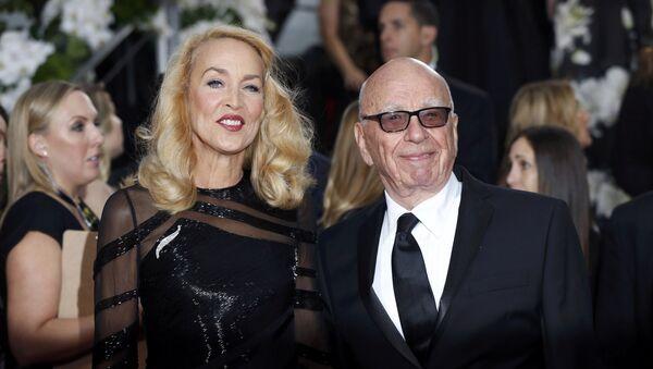 Jerry Hall y Rupert Murdoch - Sputnik Mundo