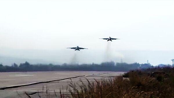 Las tripulaciones de los bombarderos Su-25 de la Fuerza Aeroespacial rusa y los cazas MiG-29 de la Fuerza Aérea de la República Árabe Siria - Sputnik Mundo