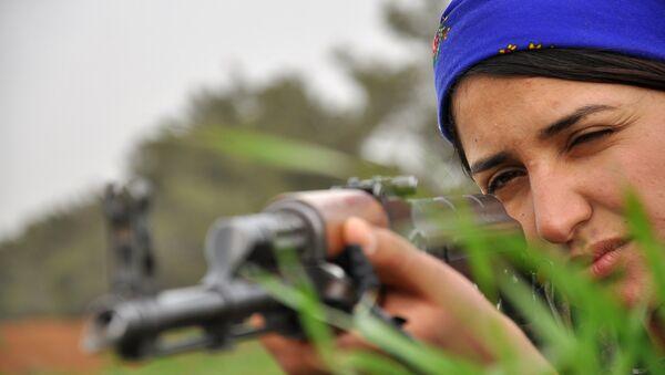 Mujer kurda de las Unidades Femeninas de Protección - Sputnik Mundo