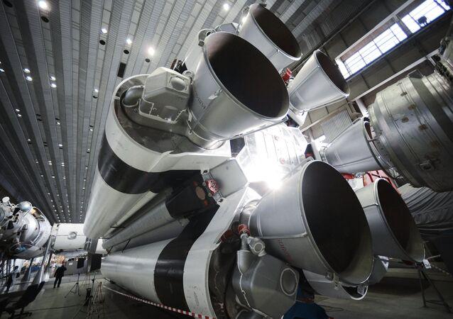 Montaje de un cohete Protón