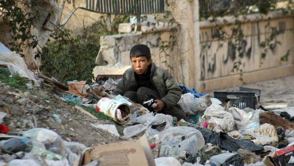 Niño sirio en la ciudad de Deir Ezzor - Sputnik Mundo