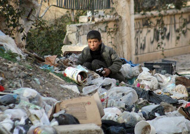 Niño sirio en la ciudad de Deir Ezzor
