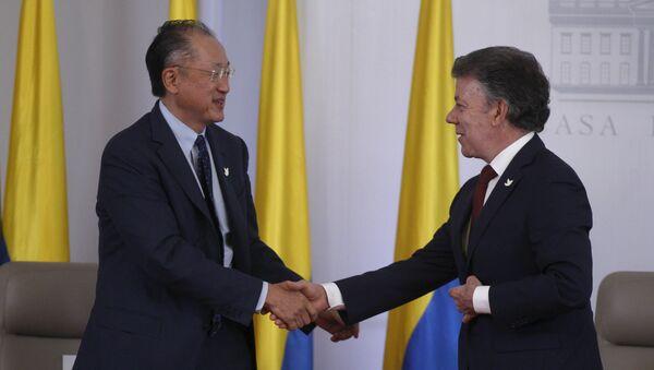Jim Yong Kim, presidente del BM, y Juan Manuel Santos, presidente de Colombia - Sputnik Mundo
