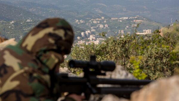 Francotirador durante la operación antiterrorista en las cercanías de la ciudad siria de Kessab - Sputnik Mundo