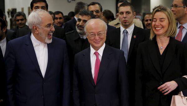 Ministro de Exteriores de Irán, Javad Zarif, director general del OEIA, Yukiya Amano, y alta representante para Asuntos Exteriores de UE, Federica Mogherini - Sputnik Mundo