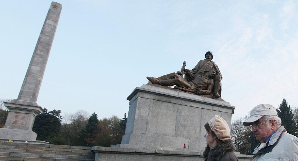 El Monumento a los Héroes del Ejército Rojo, Varsovia