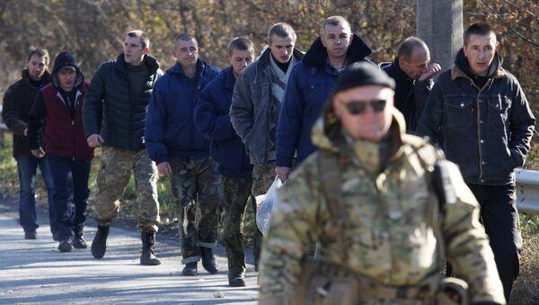 Canje de prisioneros en el este de Ucrania (archivo) - Sputnik Mundo