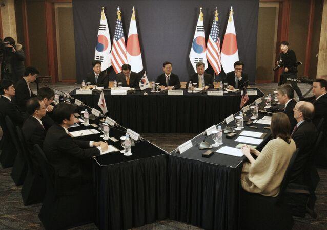 La reunión tripartita entre diplomáticos de EEUU, Japón y Corea del Sur en Seúl