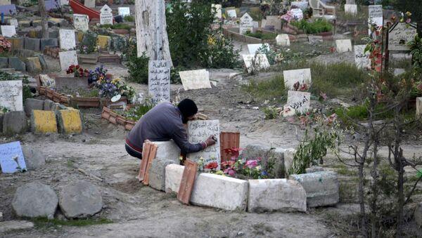 Cementerio en la ciudad siria de Deir Ezzor - Sputnik Mundo