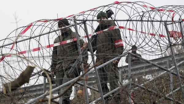 Soldados austriacos en el municipio fronterizo de Spielfeld - Sputnik Mundo