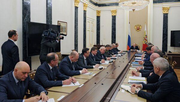 Presidente de Rusia, Vladímir Putin, dirige una reunión sobre el  Fondo de Investigaciones Futuras para el Ejército y la Armada Rusa - Sputnik Mundo