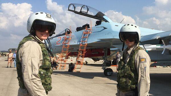 Pilotos rusos en la base aérea de Hmeymim en Siria - Sputnik Mundo