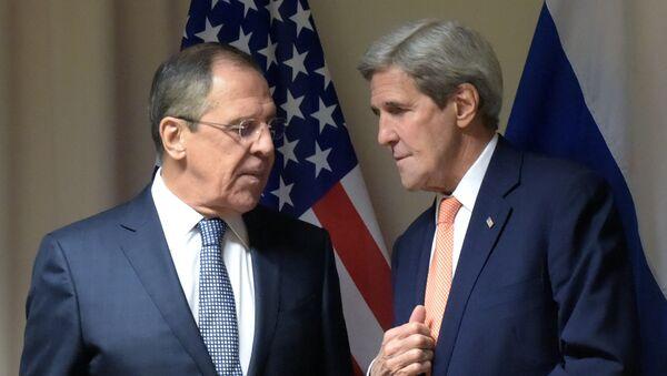 Ministro de Exteriores de Rusia, Serguéi Lavrov, y secretario de estado de EEUU, John Kerry (archivo) - Sputnik Mundo