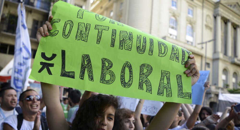 Protesta en Buenos Aires en rechazo a los despidos en Argentina