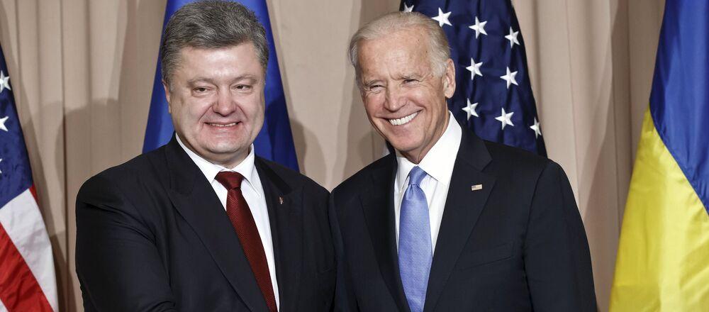El expresidente de Ucrania, Petró Poroshenko junto al exvicepresidente de EEUU Joe Biden