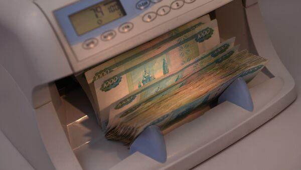 Los rublos en una oficina de cambio en Moscú - Sputnik Mundo