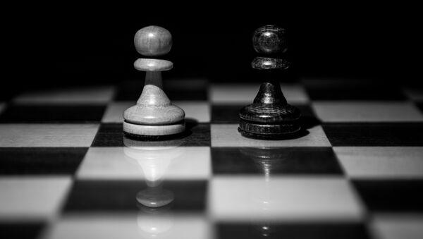 Dos peones en el tablero de ajedrez - Sputnik Mundo