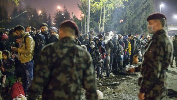 Refugiados en la frontera entre Austria y Slovenia - Sputnik Mundo