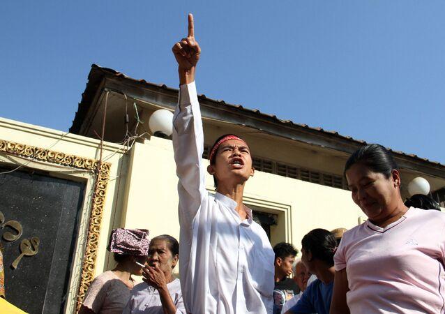 Los prisioneros liberados en el marco de un programa de amnistía en Birmania
