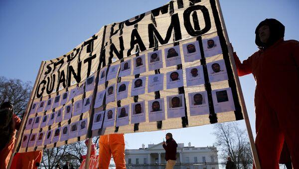 Manifestantes exigen el cierre de Guantánamo - Sputnik Mundo