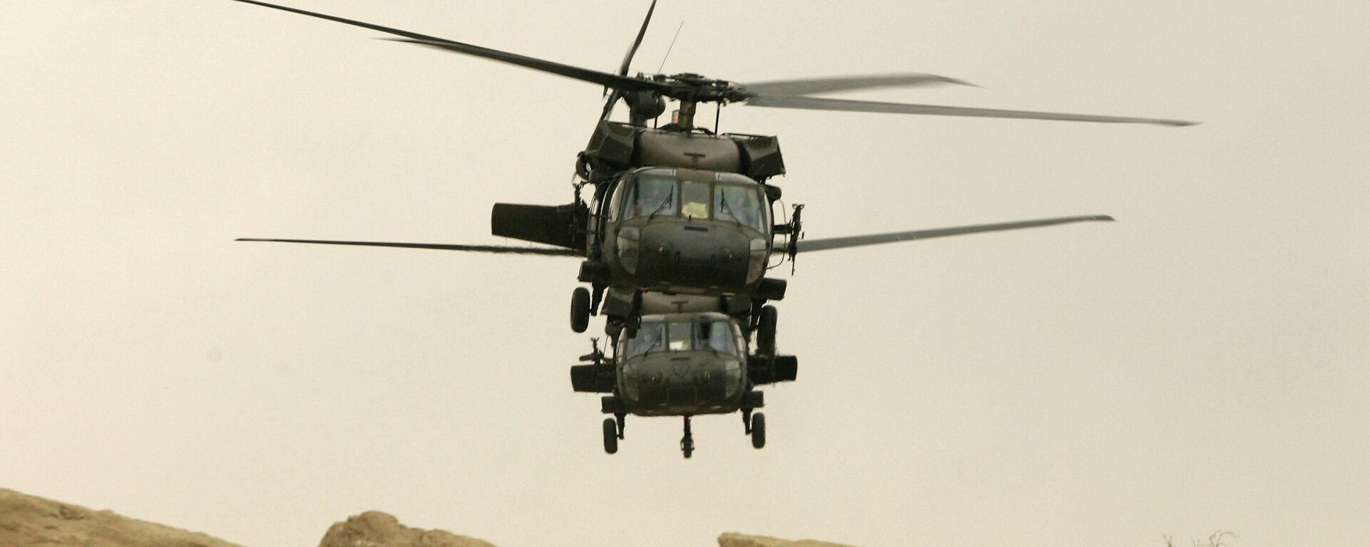 Two US military Black Hawk helicopters take off from its compound in the northern Iraqi city of Mosul (file photo) - Sputnik Mundo, 1920, 12.07.2021