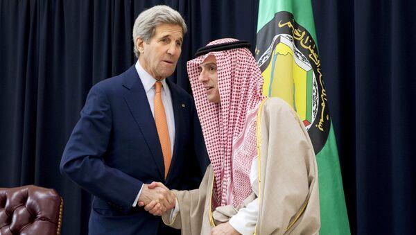 John Kerry, secretario de Estado de EEUU, y Adel al Jubeir, canciller de Arabia Saudí - Sputnik Mundo