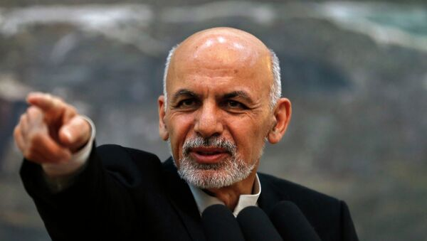 Afghanistan's President Ashraf Ghani points while speaking during a news conference in Kabul - Sputnik Mundo