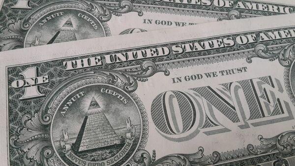 Billetes de dólar con la frase In God We Trust - Sputnik Mundo