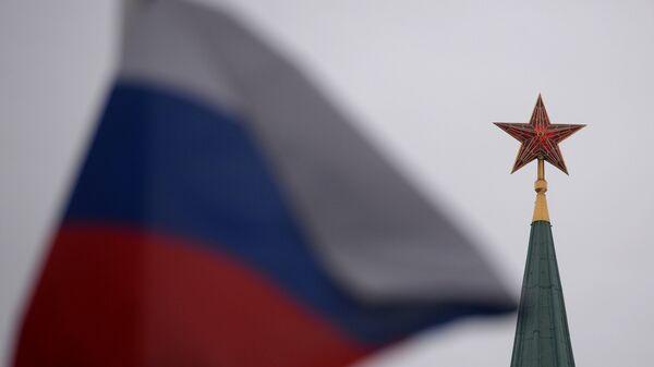 Bandera de Rusia en la Plaza Roja en Moscú - Sputnik Mundo