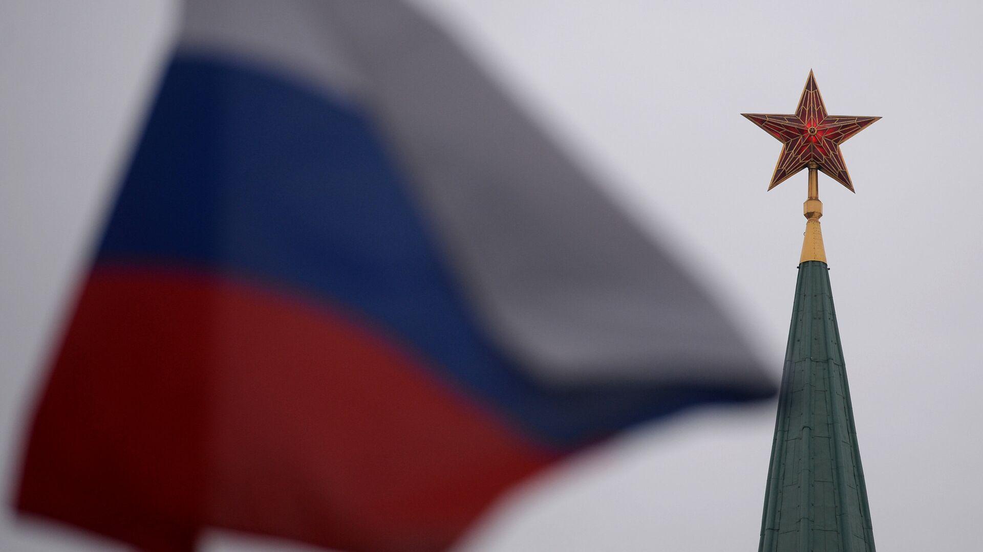 Bandera de Rusia en la Plaza Roja en Moscú - Sputnik Mundo, 1920, 15.04.2021