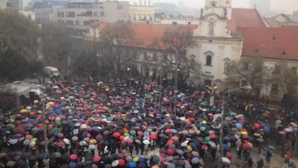 Más de 2.000 profesores en huelga en Bratislava - Sputnik Mundo