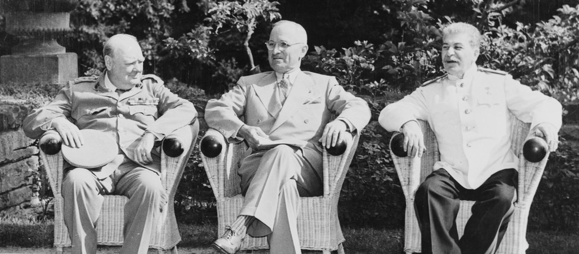 Churchill, Truman y Stalin en Potsdam, 1945 - Sputnik Mundo, 1920, 17.07.2020