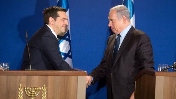 Alexis Tsipras, primer ministro griego, y Benjamín Netanyahu, primer ministro israelí - Sputnik Mundo