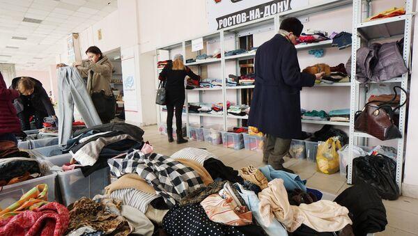 Un centro de la ayuda humanitaria para los refugiados ucranianos en Rostov del Don, Rusia - Sputnik Mundo