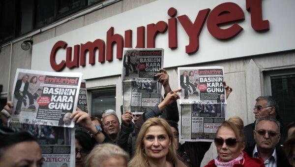 Manifestación de protesta en contra de cadena perpetua para dos periodistas turcos acusados de espionaje - Sputnik Mundo