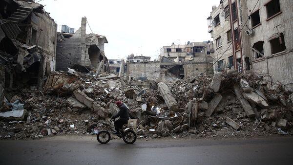 Edificios destruidos en las afueras de Damasco, la capital de Siria - Sputnik Mundo