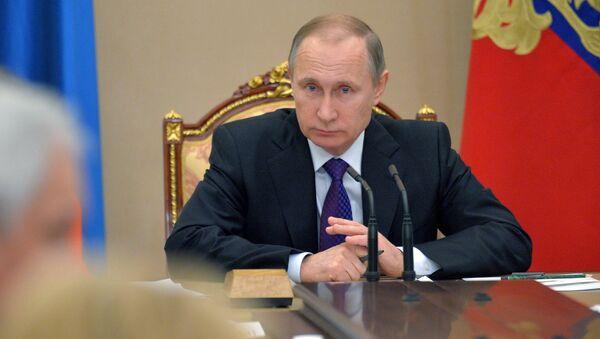 El presidente de Rusia Vladímir Putin durantee una reunión con los miembros del gobierno - Sputnik Mundo