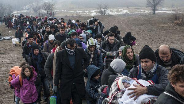 Refugiados e inmigrantes llegan a la UE - Sputnik Mundo