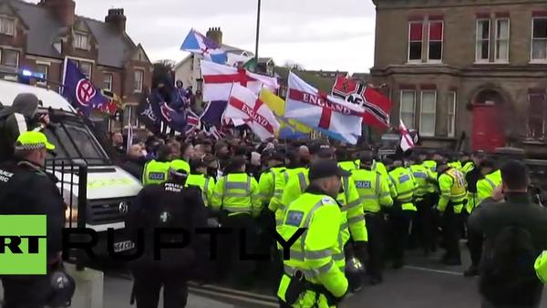 Protestas contra la llegada masiva de migrantes en Dover - Sputnik Mundo