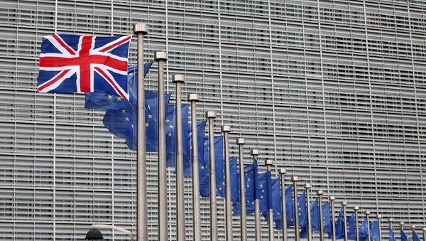 Banderas del Reino Unido y de la UE - Sputnik Mundo