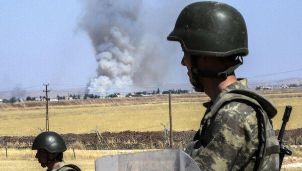 Soldados turcos cerca de la frontera con Siria (archivo) - Sputnik Mundo