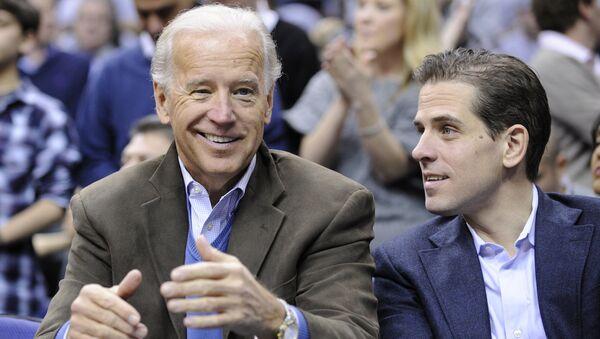 Joe Biden, el vicepresidente de EEUU, con su hijo, Hunter Biden - Sputnik Mundo
