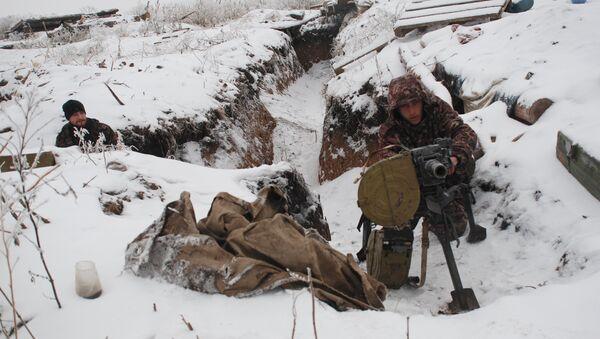 Бойцы ополчения ДНР на линии разграничения - Sputnik Mundo