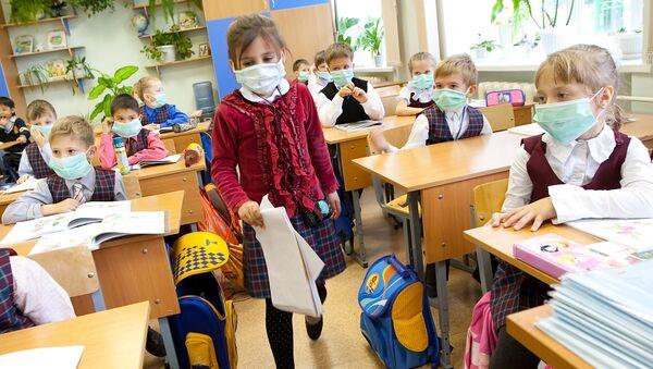 Prevención de gripe en una escuela de Yuzhno-Sakhalinsk - Sputnik Mundo