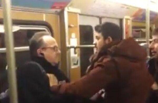 Refugiados asaltan a dos alemanes mayores en el metro de Múnich - Sputnik Mundo