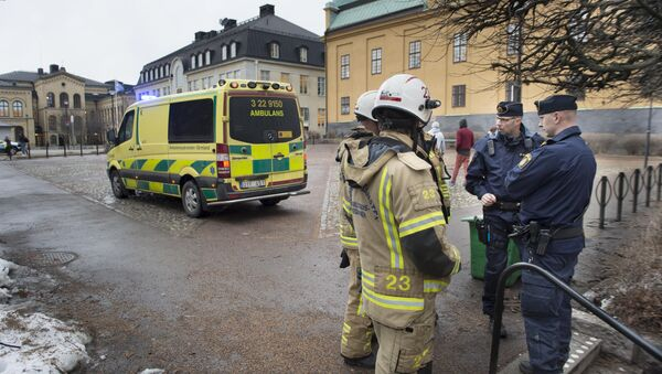 Rescatistas cerca de la escuela en Suecia, donde tuvo lugar la explosión - Sputnik Mundo